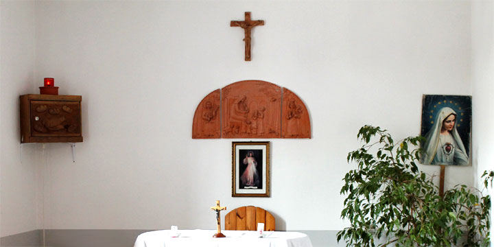 Iskola kápolna oltár